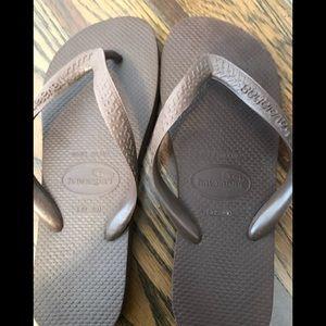 Brown Havaianas flipflops. Never worn!